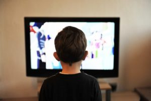 Jak legalnie i w wysokiej jakości oglądać filmy oraz seriale przez internet?